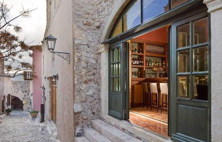 Moni Emvasis Luxury Suites - Bar - 18