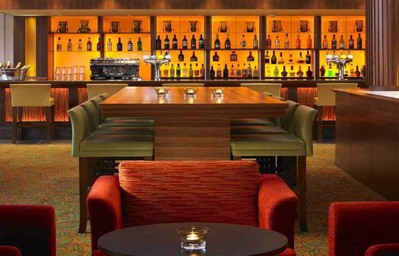 Marriott Tudor Park Hotel & Country Club - Bar - 3
