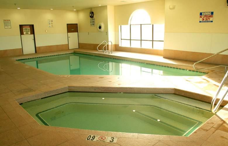 Howard Johnson Express Williams - Pool - 2