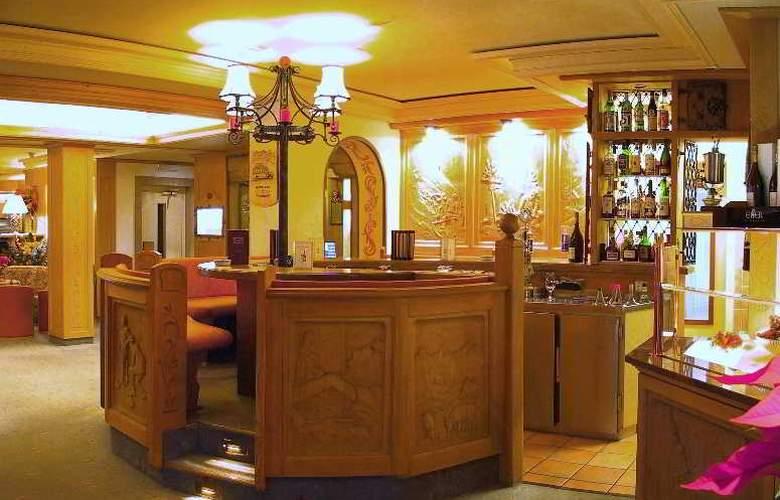 Romantik Schweizerhof - Bar - 11