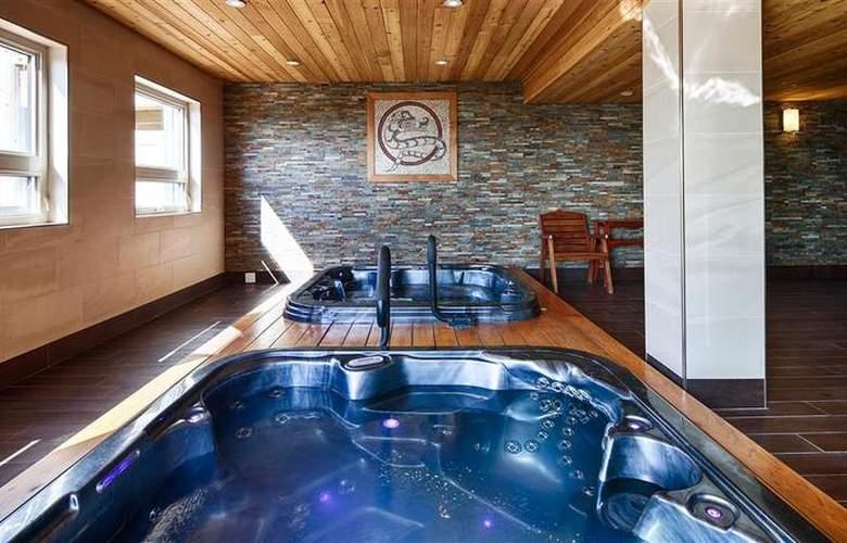 Best Western Plus Inner Harbour - Pool - 54