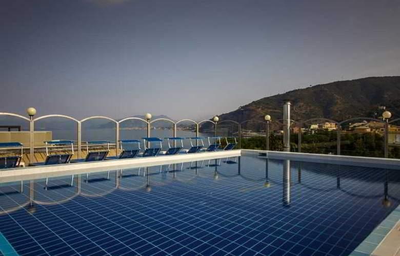 Grande Albergo - Pool - 5