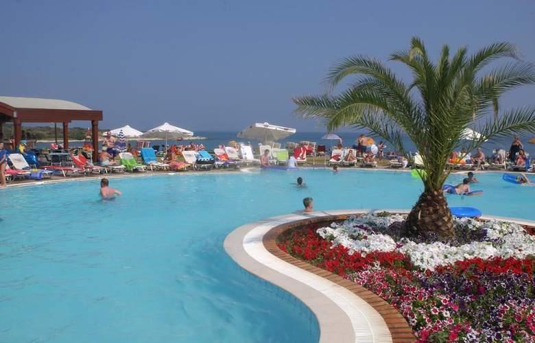 Mareblue Beach - Pool - 3