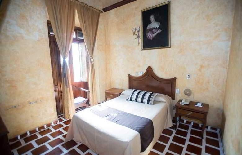 Frances - Room - 3