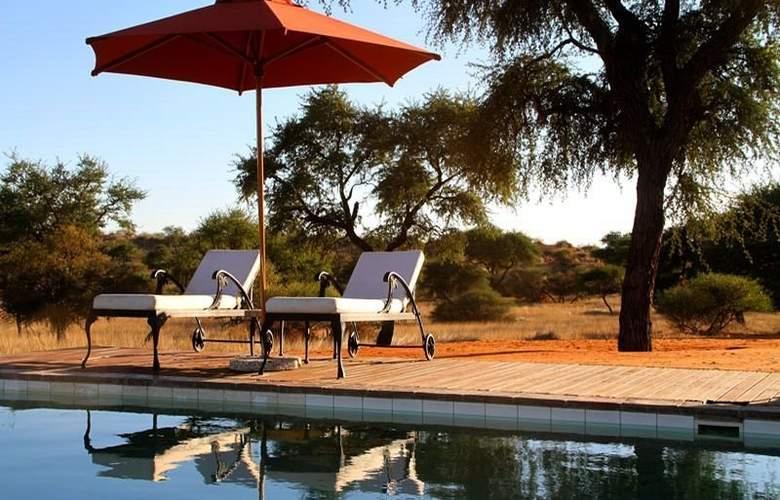 Intu Africa-Zebra Kalahari Lodge - Pool - 5