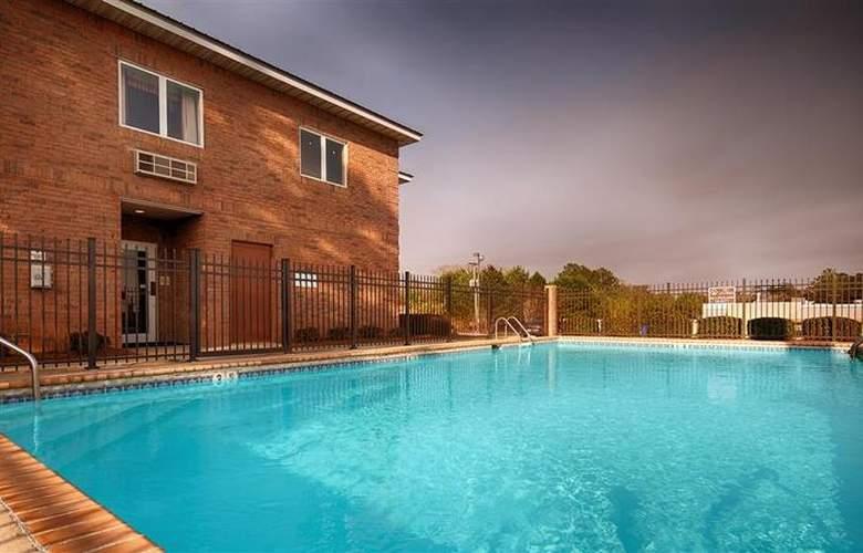 Best Western Woodstone - Pool - 63