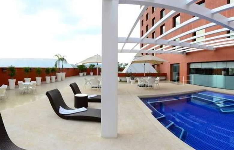 Hilton Guadalajara - Pool - 14