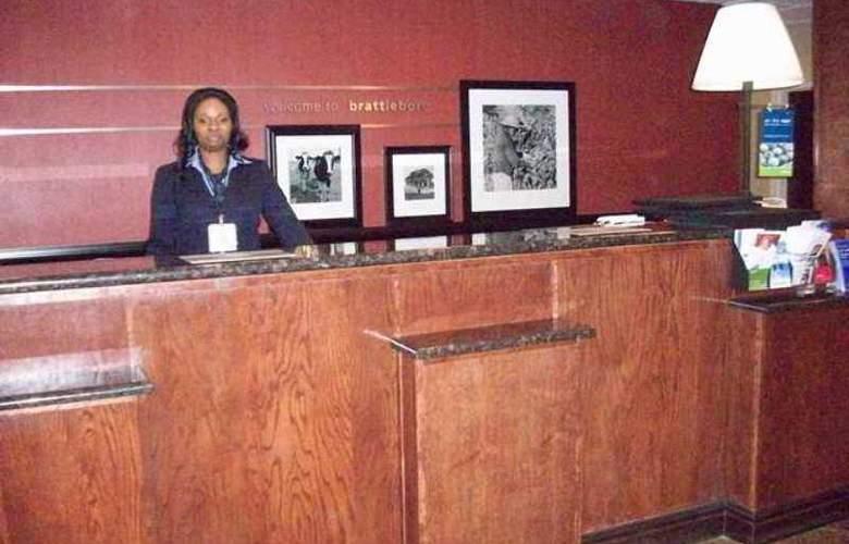 Hampton Inn Brattleboro - Hotel - 6