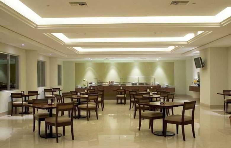 Holiday Inn Express Playacar - Restaurant - 10