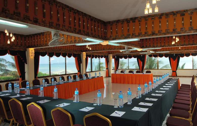 The Beachcomber Hotel & Resort - Conference - 5
