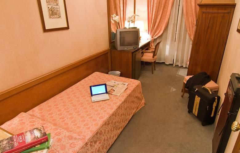 Exe Della Torre Argentina - Room - 12