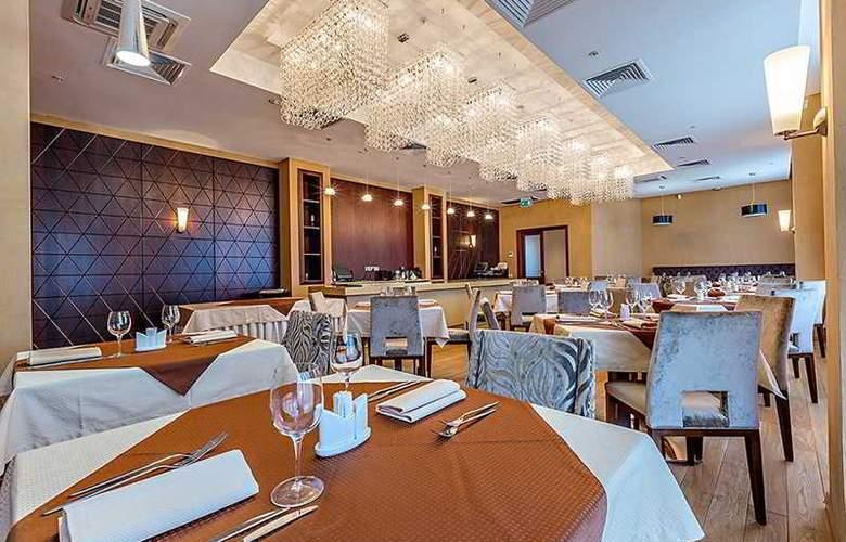 Raikin PLaza - Restaurant - 4