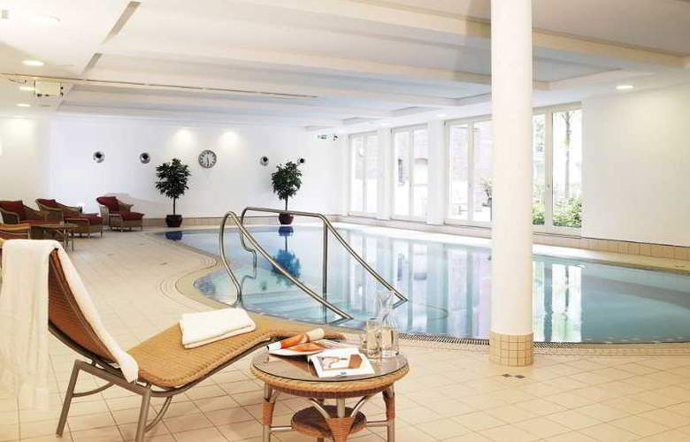 Hotel Collegium Leoninum - Pool - 3