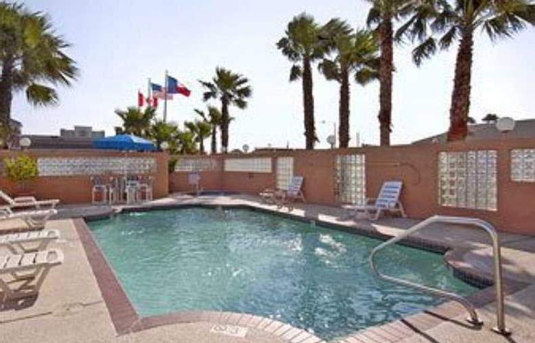 Super 8 South Padre Island - Pool - 9