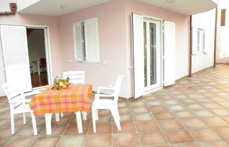 Villa Rosa - Room - 11