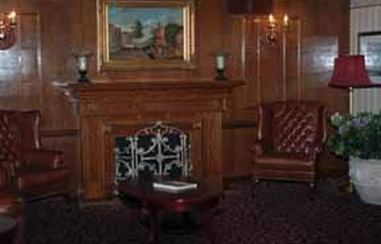 Econo Lodge Inn & Suites Toronto Airport - Pool - 6