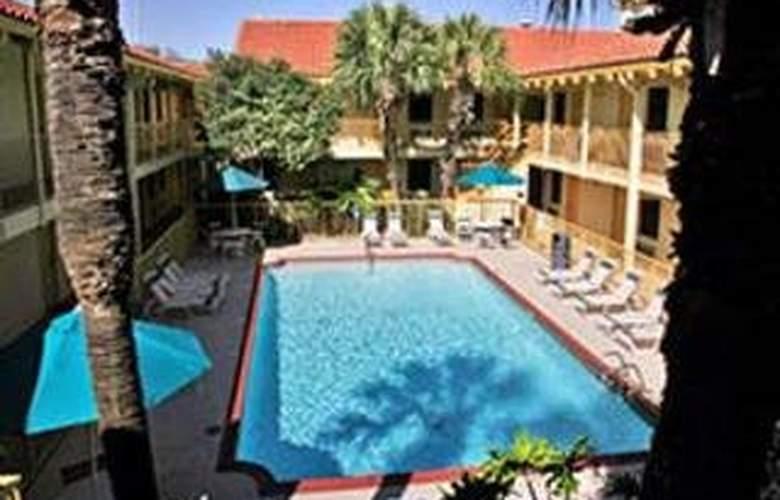 La Quinta Inn San Antonio Market Square - Pool - 5