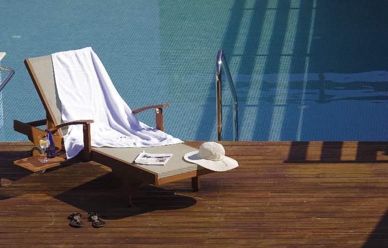 12 Months Luxury Resort - Pool - 2