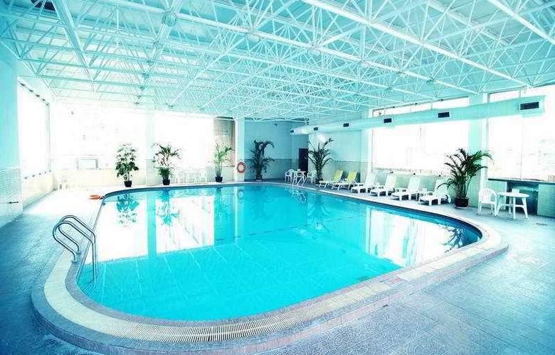 Grand Regency - Pool - 6
