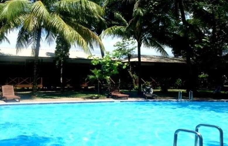 Langkah Syabas Beach Resort - Pool - 4
