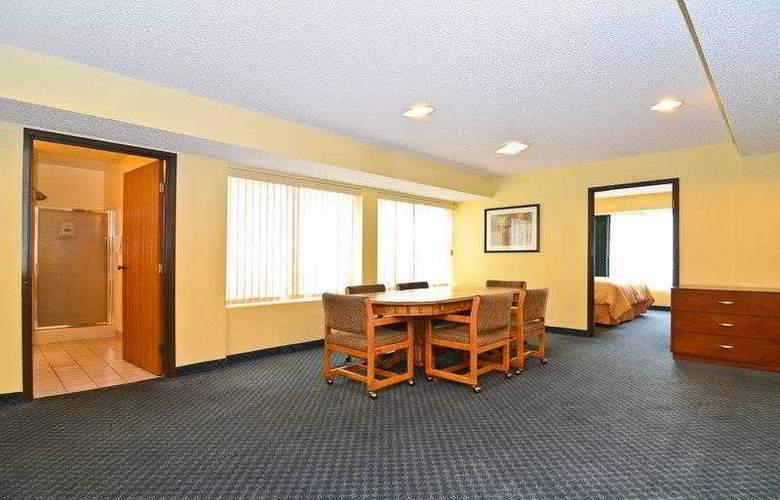 Best Western Ambassador Inn & Suites - Hotel - 53