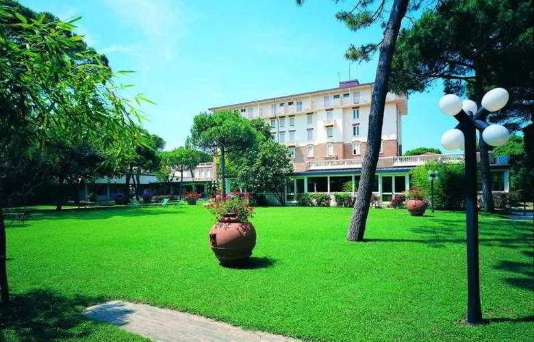 Mare e Pineta - Hotel - 0