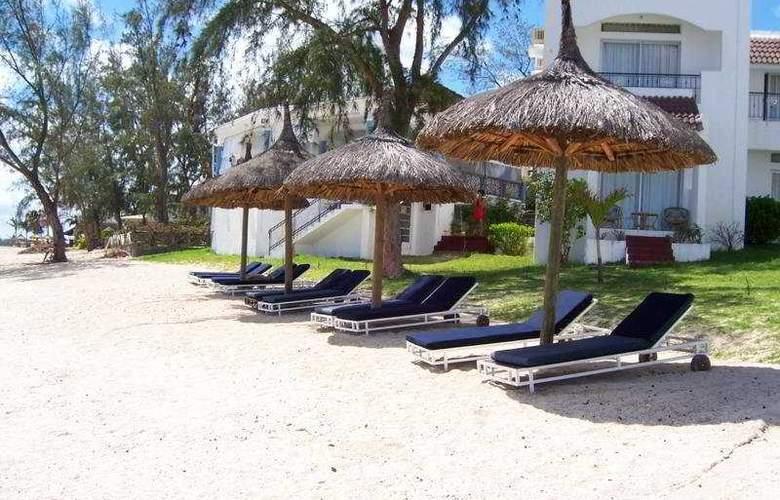 Oasis Beach Club - Beach - 7