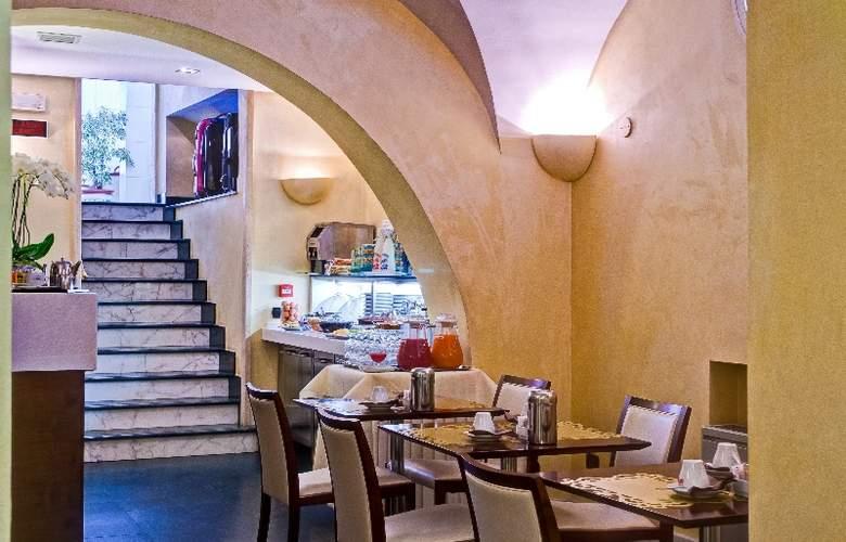 Crosti Hotel & Residence - Restaurant - 3
