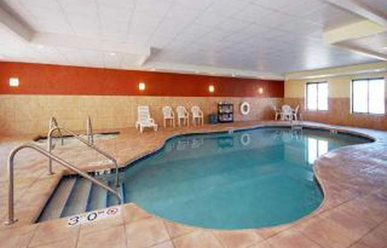 Sleep Inn & Suites - Pool - 6