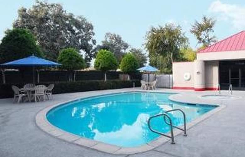 Econo Lodge Ontario - Pool - 6