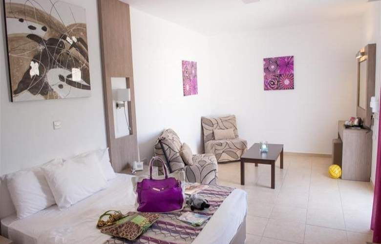 New Famagusta Hotel - Room - 9