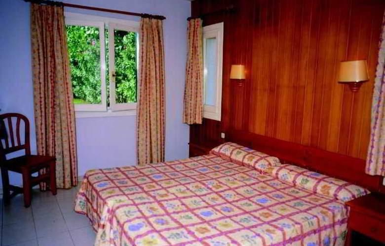 Apartamentos Turísticos Royal Life - Room - 3