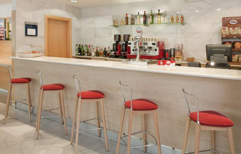 Holiday Inn Express Valencia Bonaire - Bar - 1