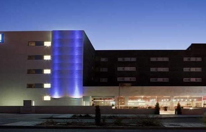 B&B Madrid Aeropuerto T1-T2-T3 - Hotel - 5