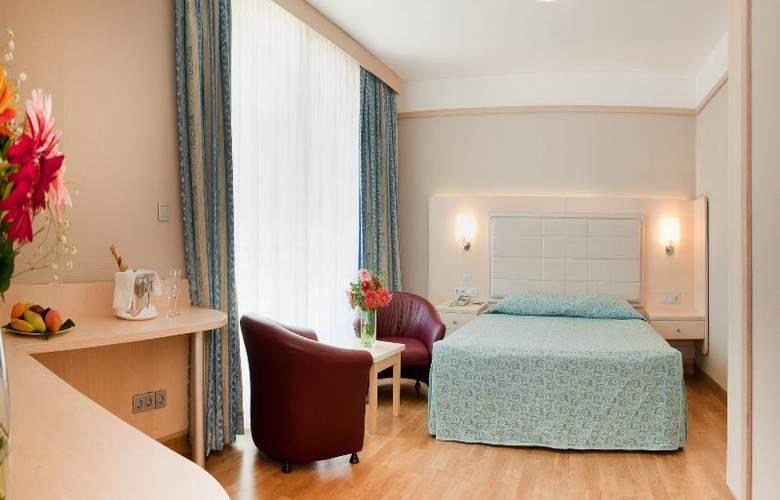 Golden Coast Resort - Room - 18