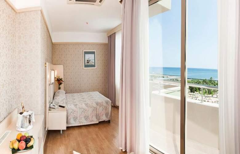 Golden Coast Resort - Room - 19