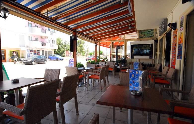 Acropolis Apartments - Bar - 10