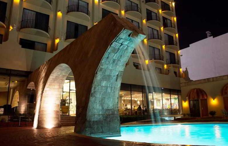 Lucerna Ciudad Juarez - Pool - 17