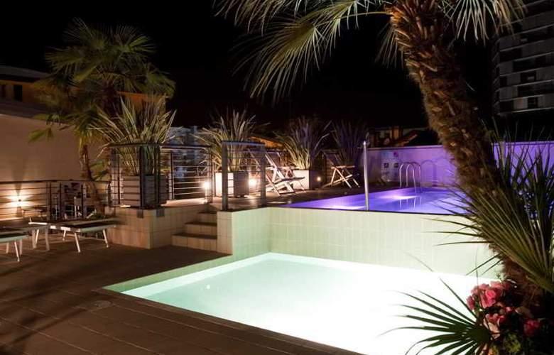 Eden Hotel - Pool - 17