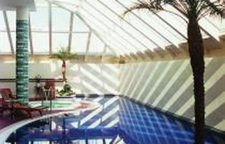 The Ritz-Carlton Budapest - Pool - 1