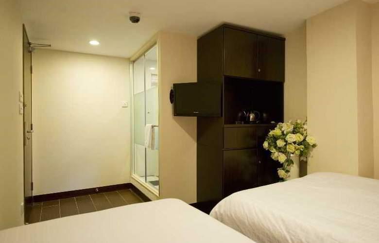 California Hotel - Room - 19