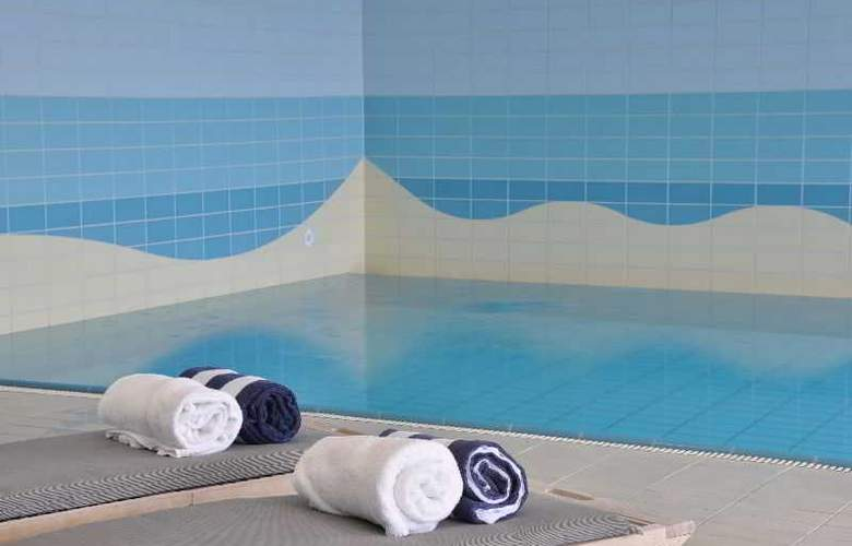 Sandton Paal 8 Hotel Aan Zee - Pool - 15
