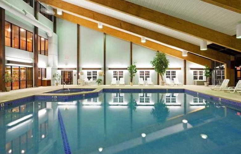 Holiday Inn Cape Cod-Hyannis - Pool - 0