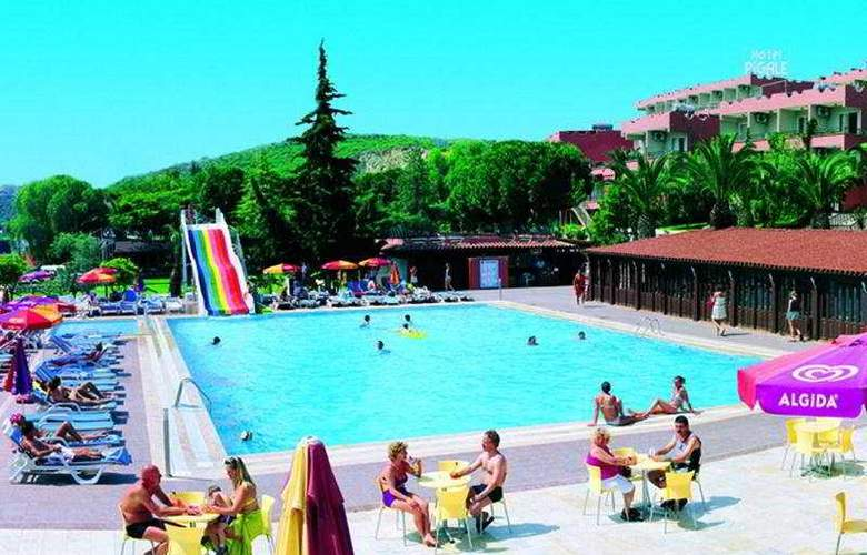 Pigale Beach Resort - Pool - 5