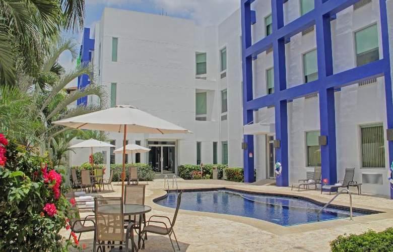 Holiday Inn Express San Jose Forum - Pool - 3