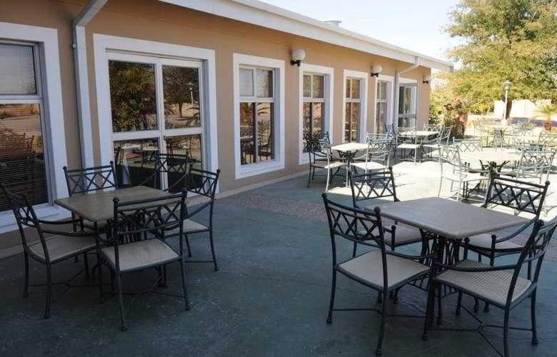 Protea Hotel Ondangwa - Terrace - 6