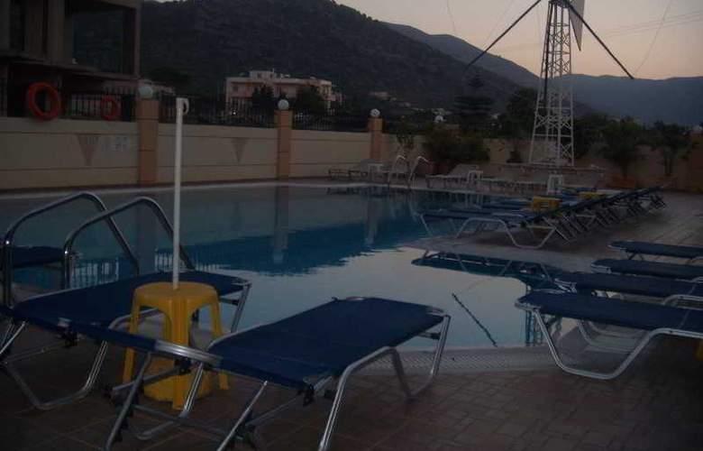 Villa Diasselo - Pool - 23
