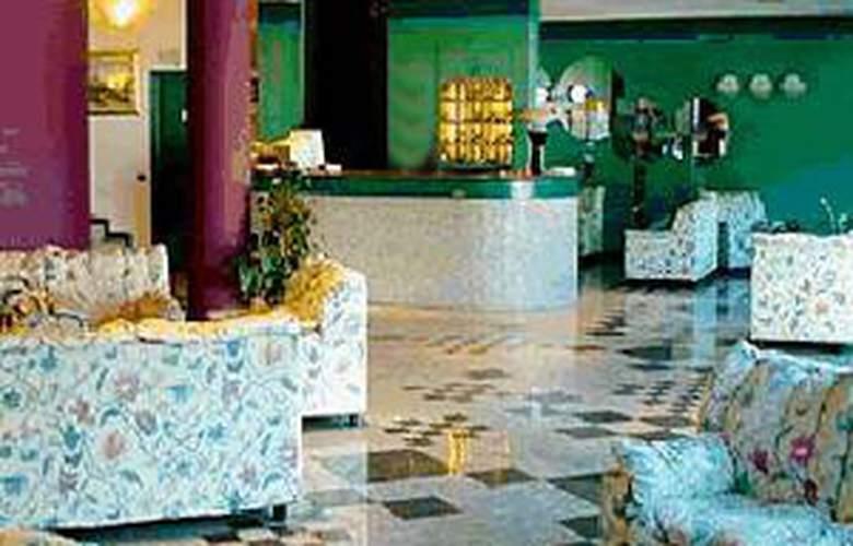Plaza - Hotel - 4
