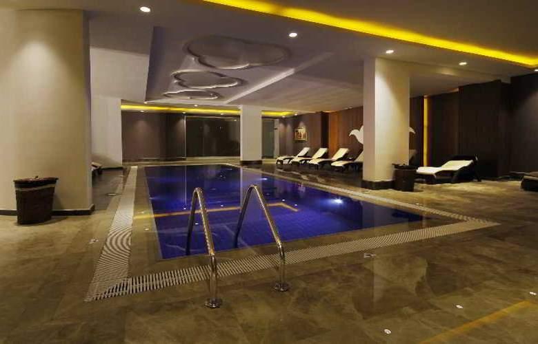 Grand Pasha Hotel & Casino - Pool - 7