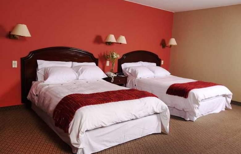 Suites Plaza Las Flores - Room - 0